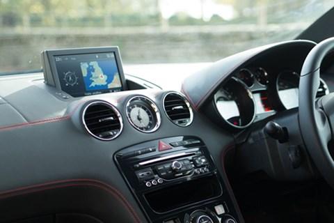 Peugeot RCZ R dashboard