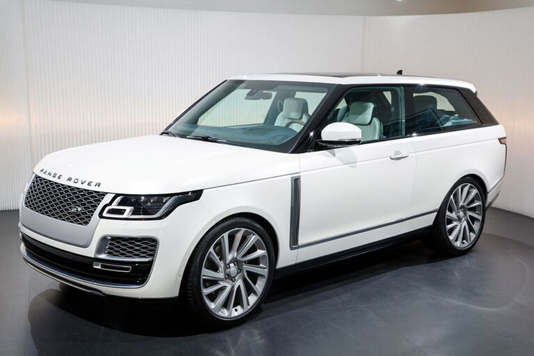 new range rover sv coupe news pictures specs prices car magazine. Black Bedroom Furniture Sets. Home Design Ideas