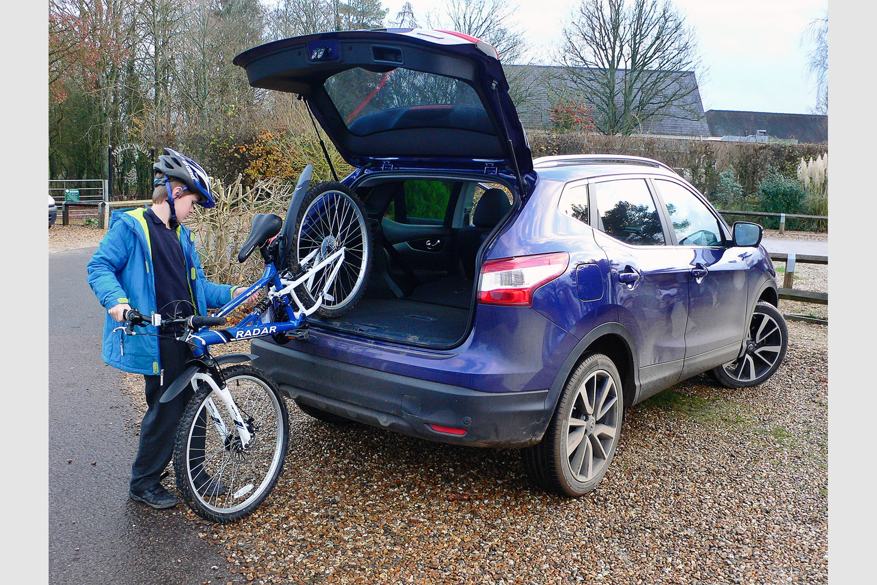 2018 nissan qashqai colours.  qashqai sometimes loading a bike into the qashqai isnu0027t as easy you might think   intended 2018 nissan qashqai colours