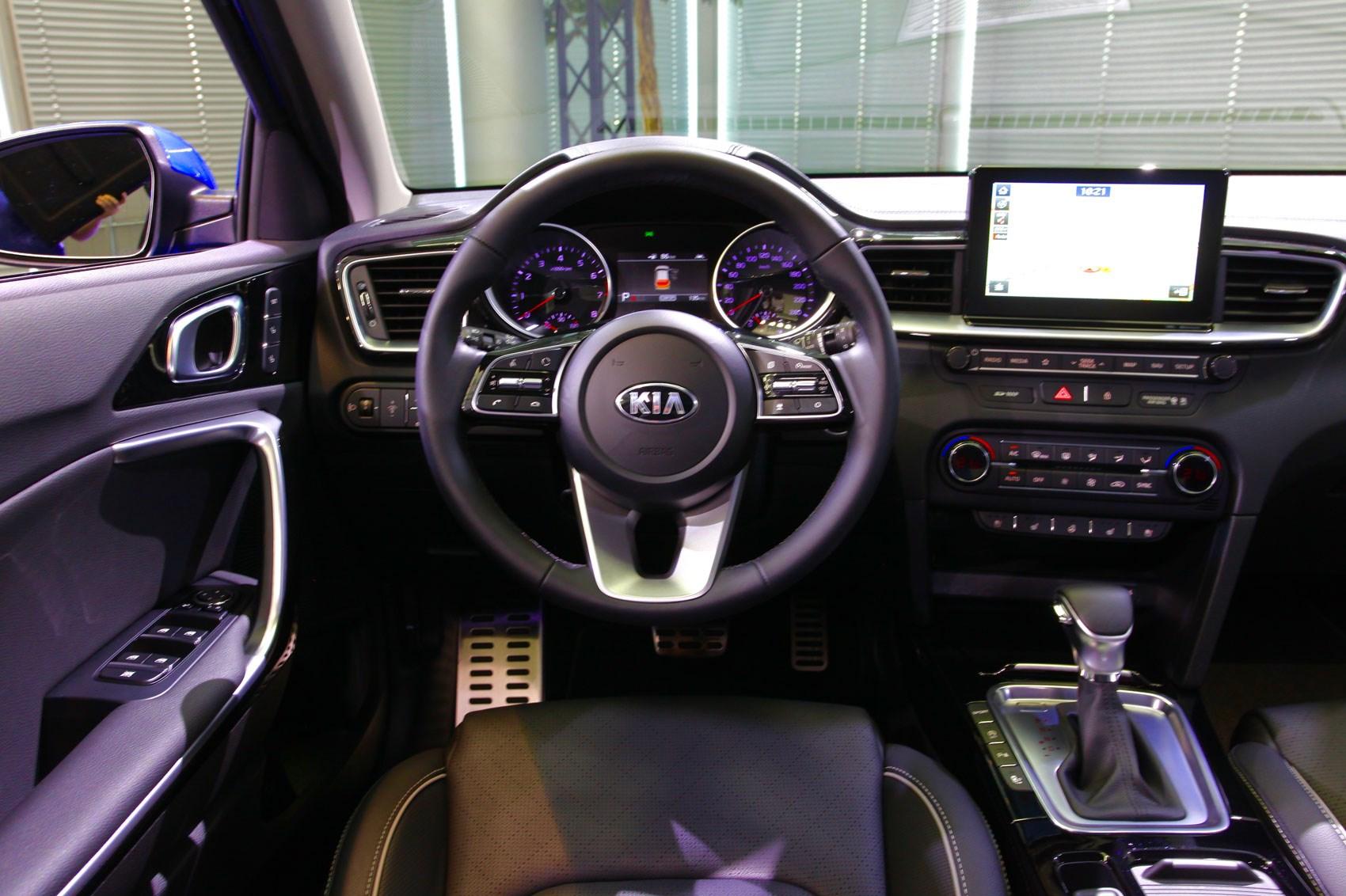 It S A Mini Stinger New Kia Ceed Hatch Revealed For 2018