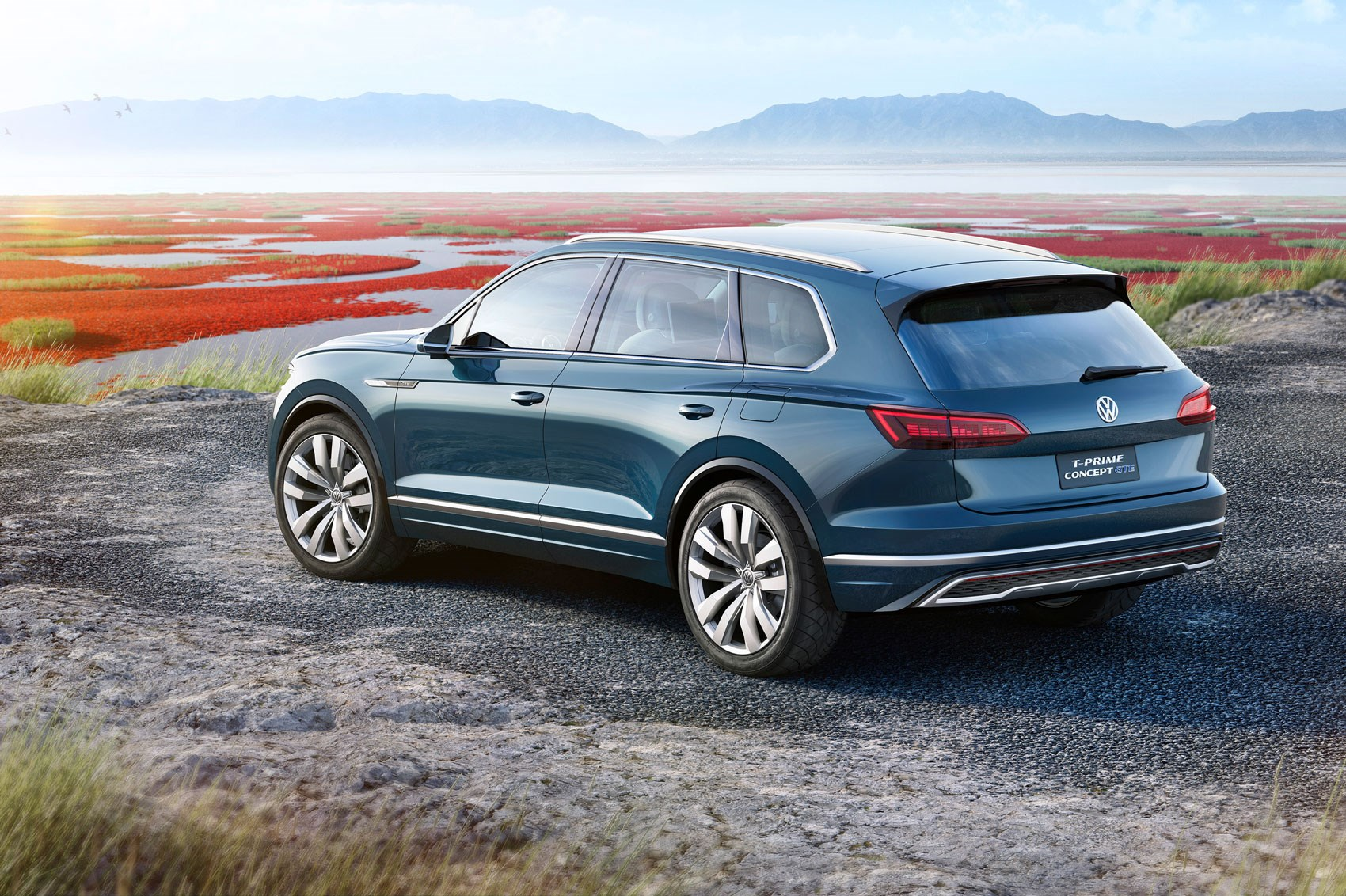 new vw touareg techy flagship suv revealed in beijing by. Black Bedroom Furniture Sets. Home Design Ideas