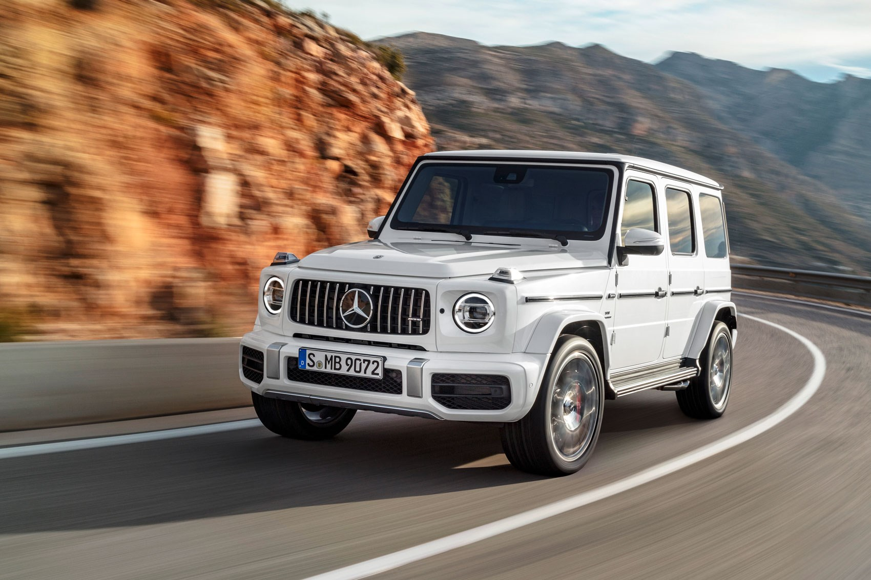 new mercedes amg g63 behemoth 4x4 gets a 577bhp. Black Bedroom Furniture Sets. Home Design Ideas