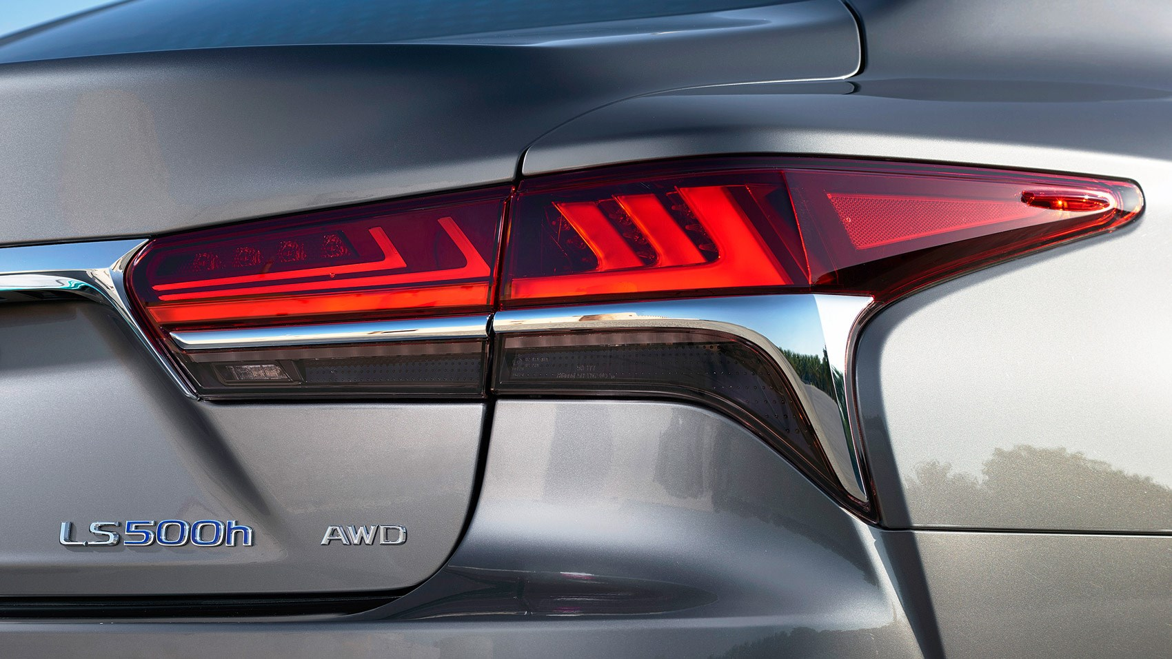 Lexus LS rear light detail