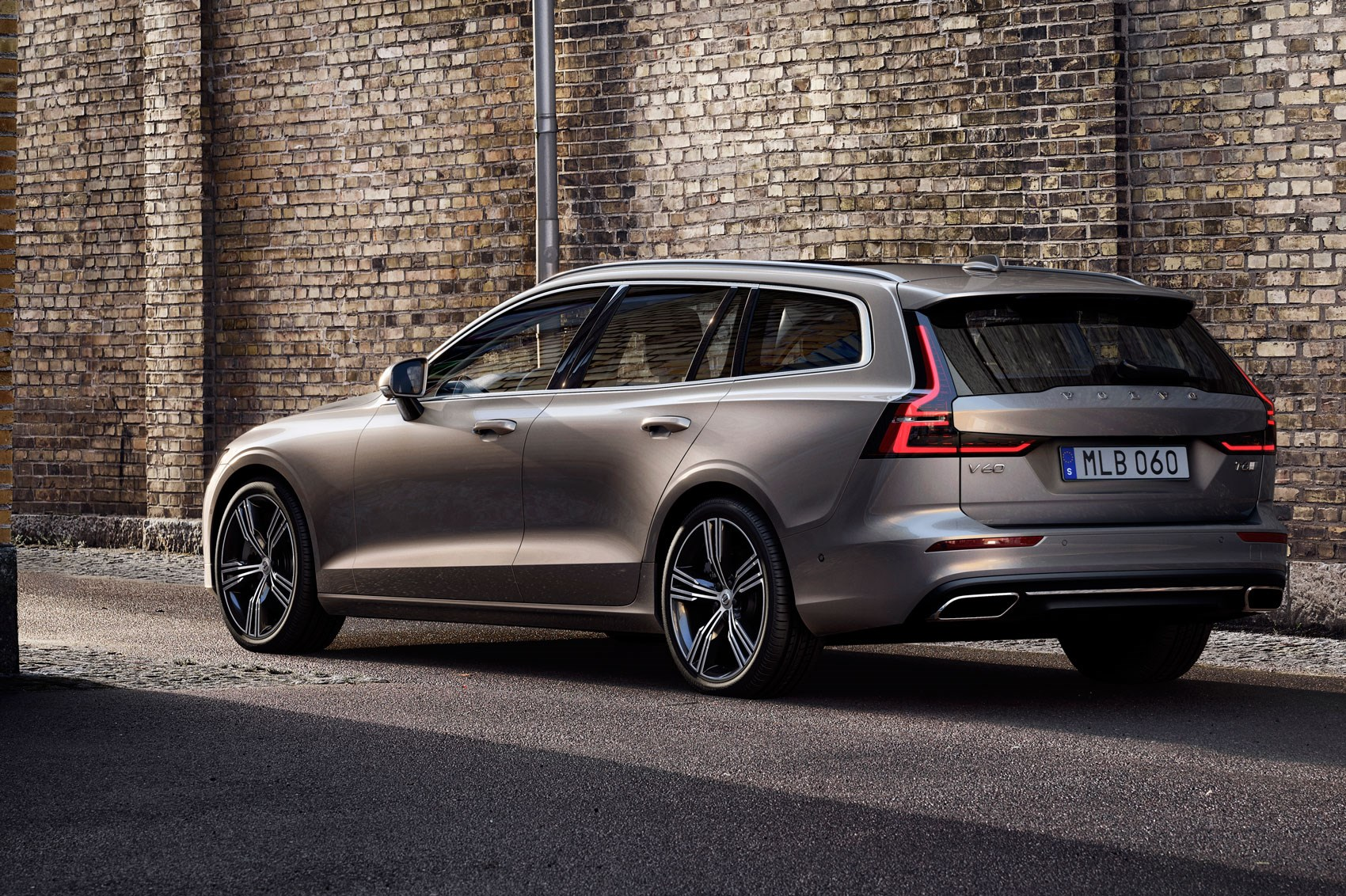 Volvo V60 estate (2018): interior, UK price and release date | CAR Magazine