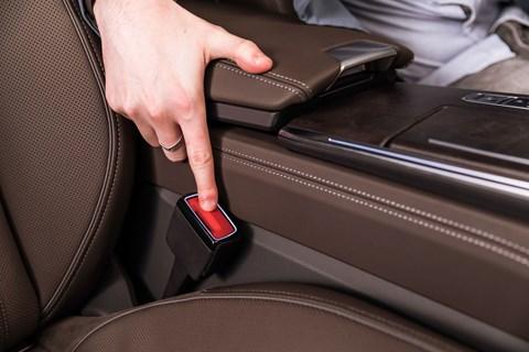 Audi A6 seatbelt clasp