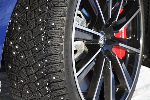 Seat Leon Cupra tyre studs