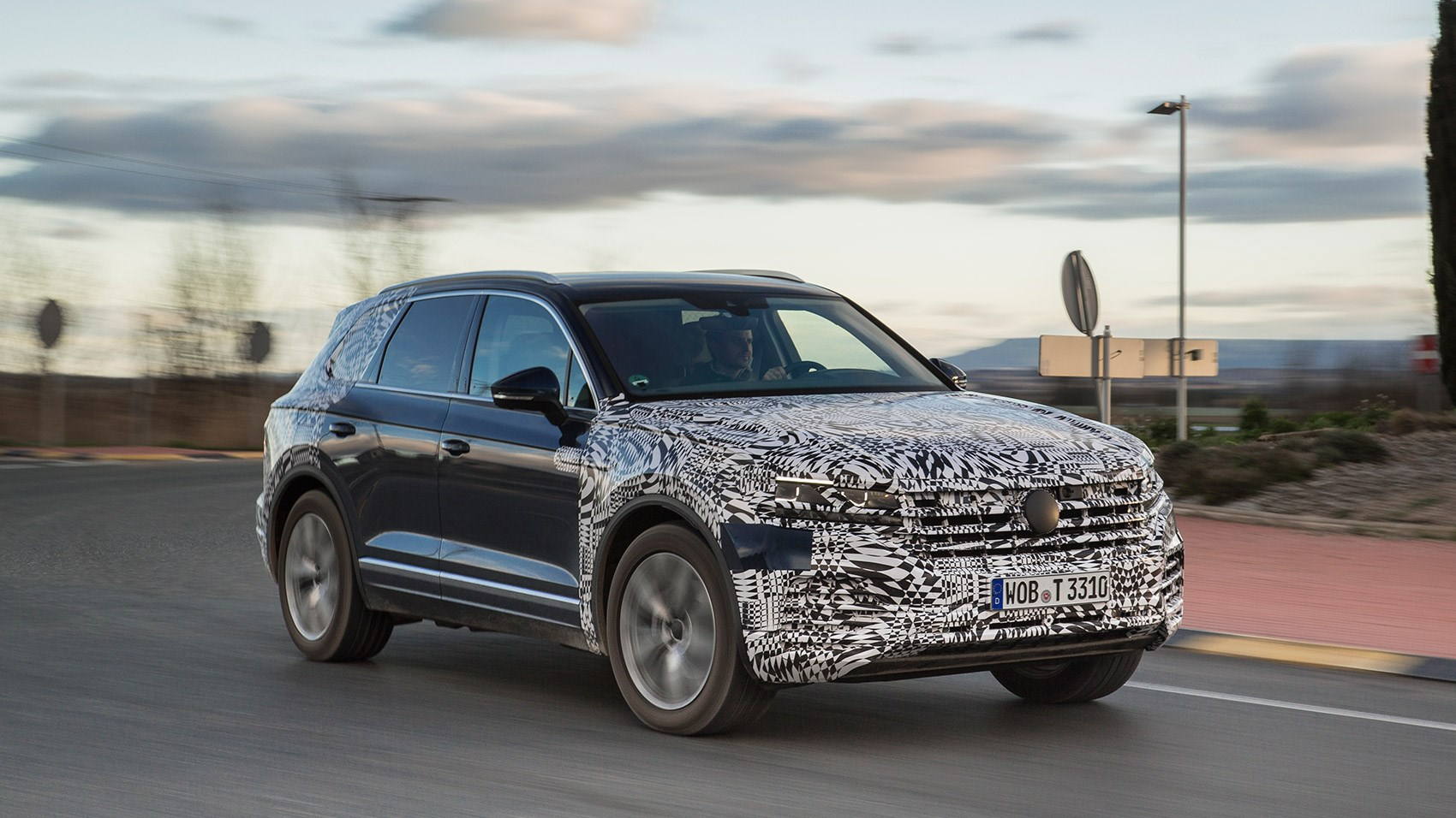 vw touareg review 2018 specs prices on sale date car magazine. Black Bedroom Furniture Sets. Home Design Ideas