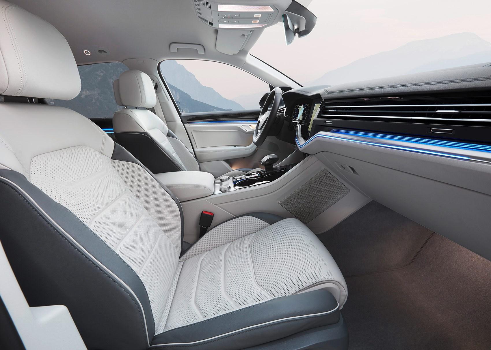VW Touareg 2018 interior