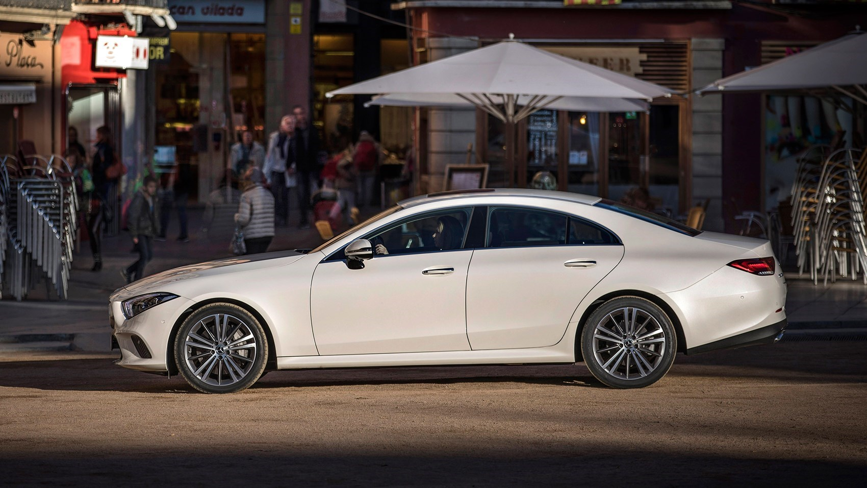 new mercedes cls 2018 review the four door coupe is back car magazine. Black Bedroom Furniture Sets. Home Design Ideas