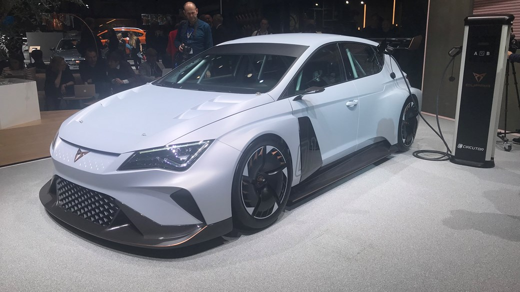 Cupra e-Racer touring car concept charges in