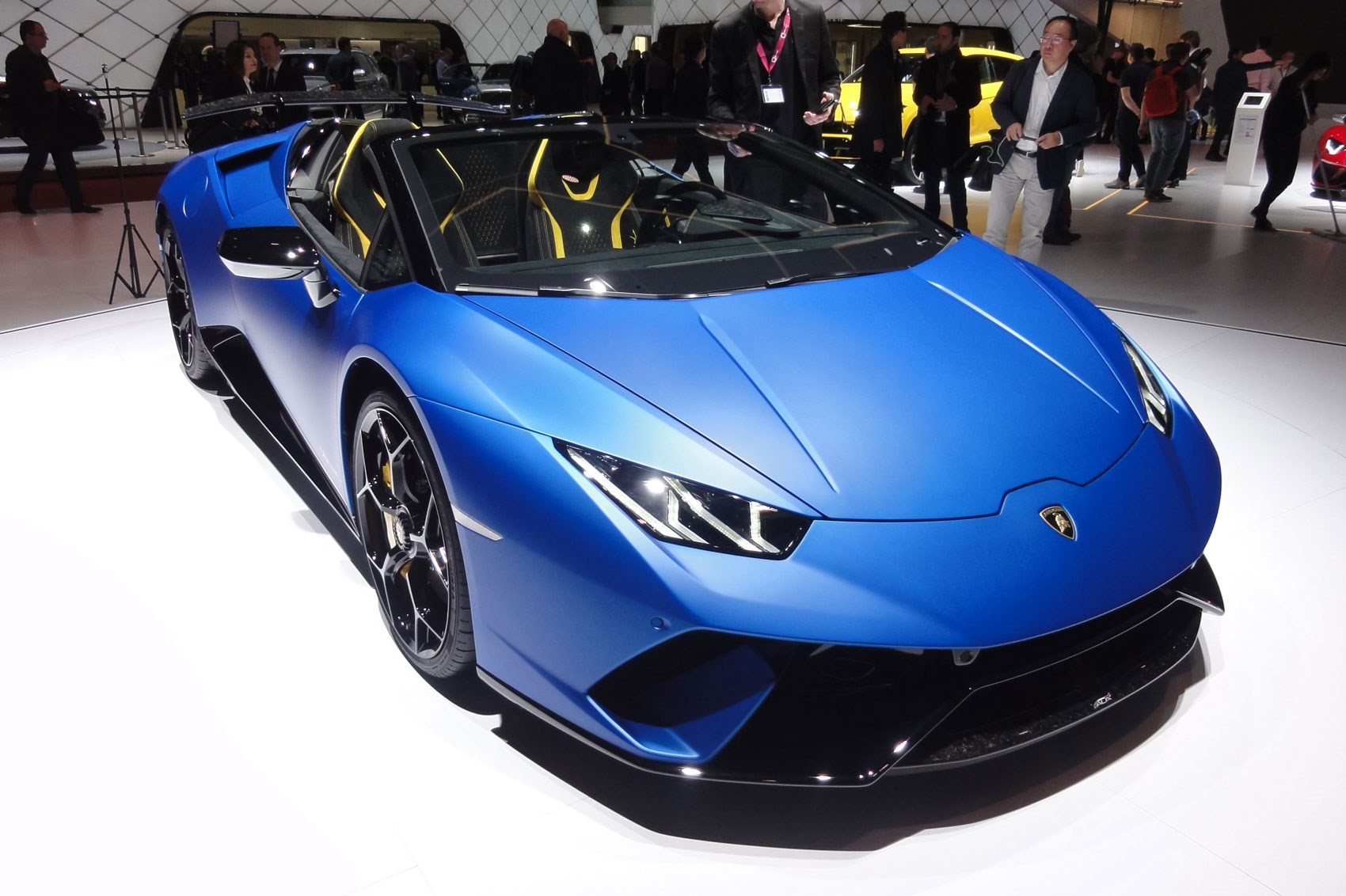 Lamborghini Huracan Performante Spyder: Hardcore And Topless Thrills At  Geneva 2018 ...