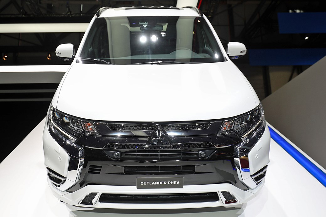 Mitsubishi Outlander PHEV MY2019: news, info, tech spec, pictures