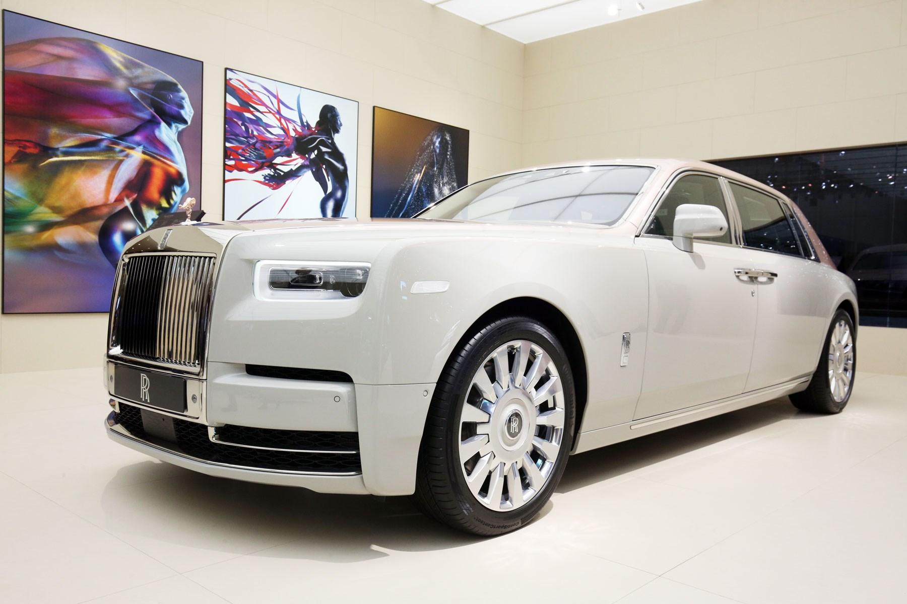 Rolls Royce Showcase Three Unique Phantoms And Dawn Aero
