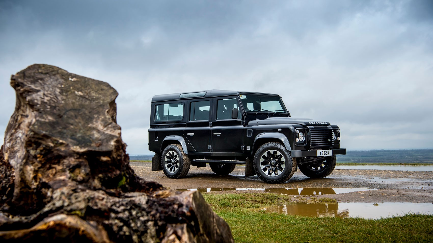 land rover defender 110 works v8 2018 review a 400bhp birthday present car magazine. Black Bedroom Furniture Sets. Home Design Ideas