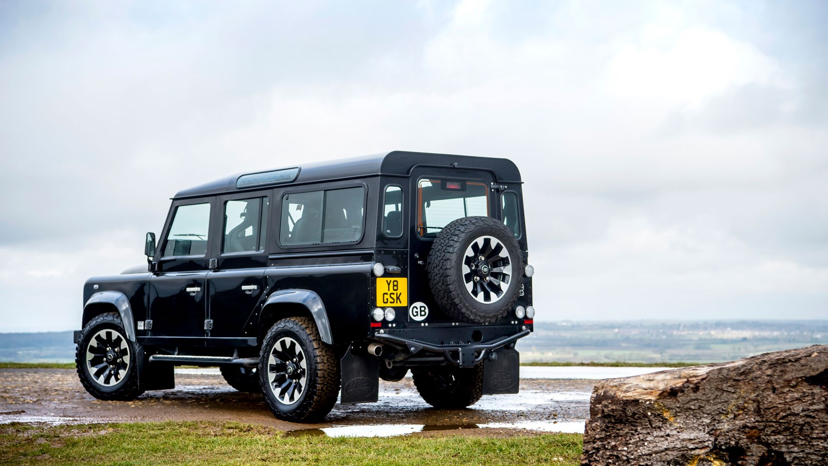 land rover defender 110 works v8 2018 review a 400bhp. Black Bedroom Furniture Sets. Home Design Ideas