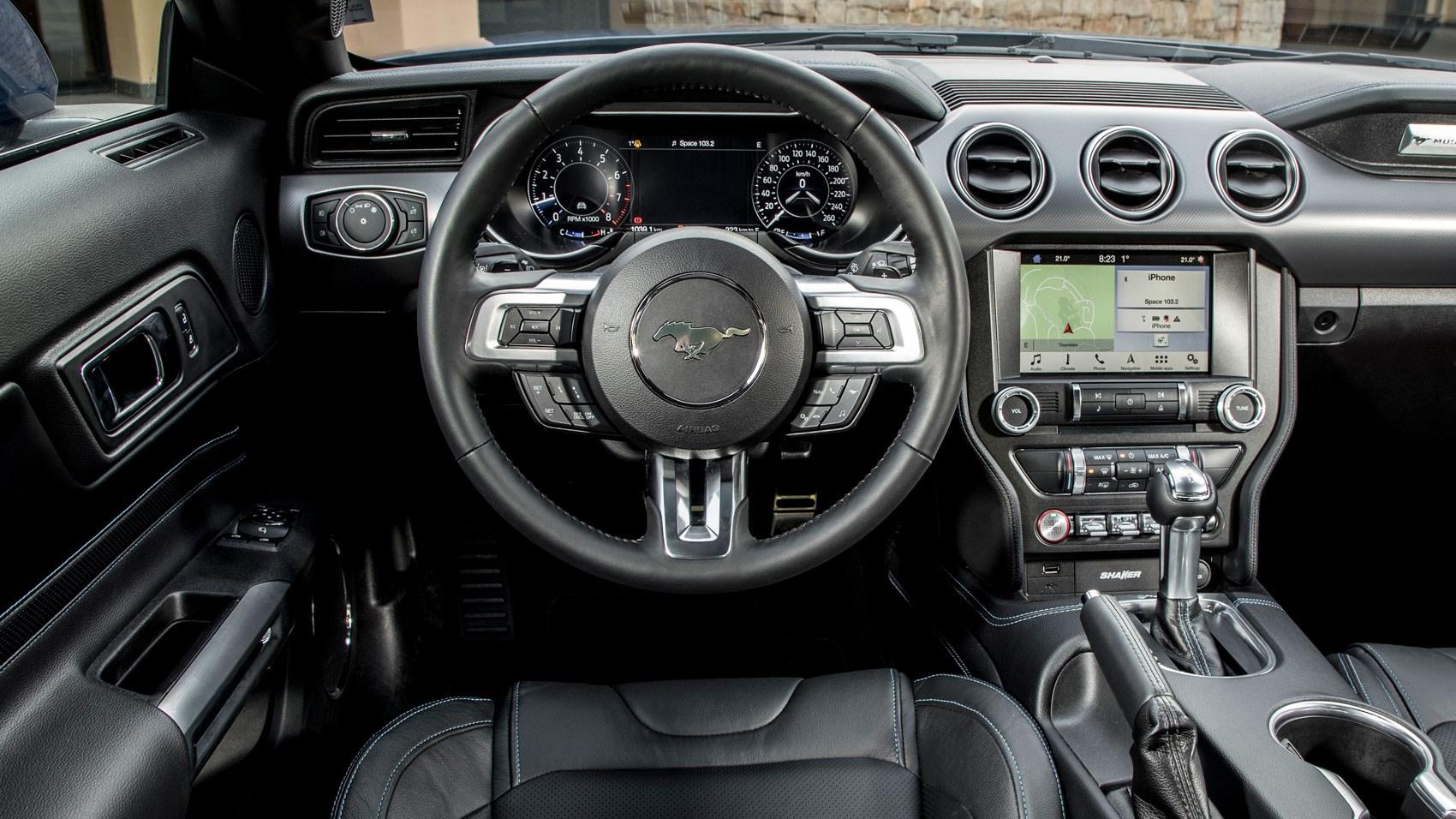 Mustang v8 auto interior