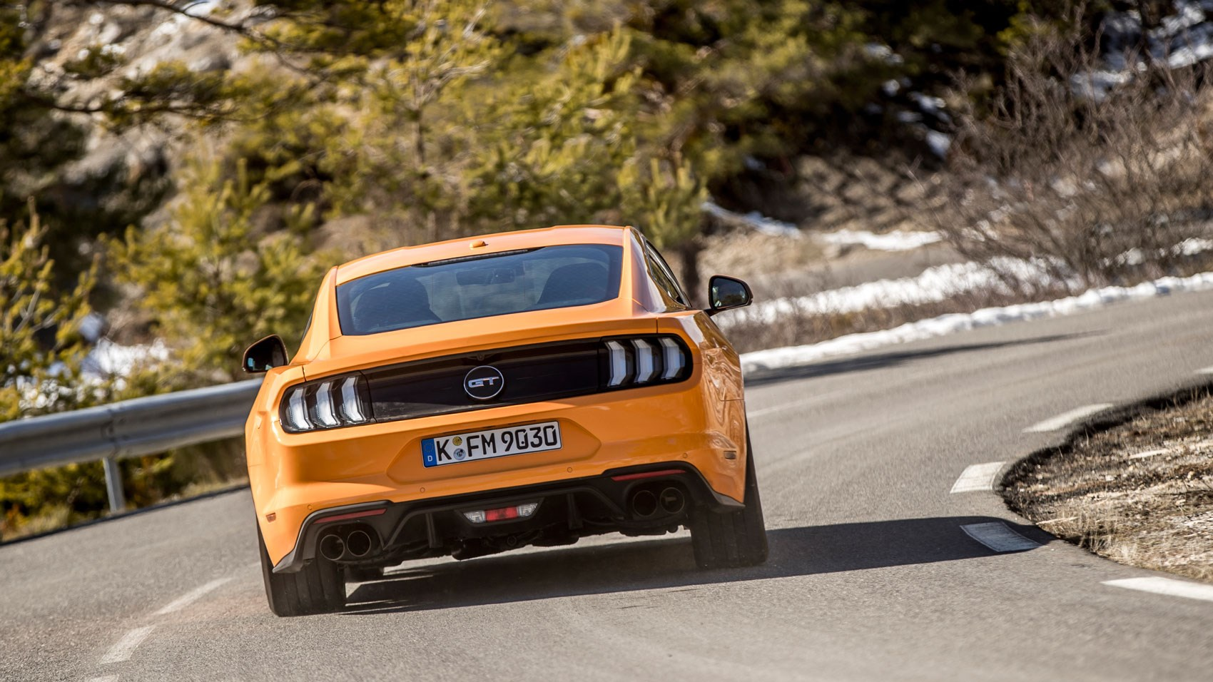 Ford Mustang V8 auto rear cornering