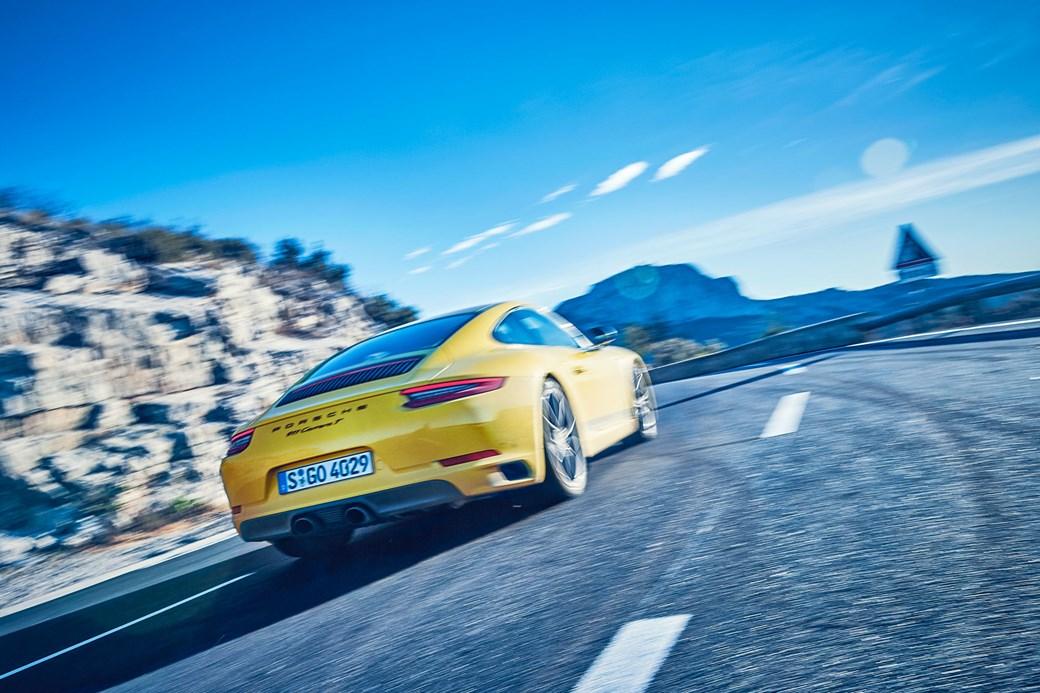 Porsche 911 Carrera T rear tracking