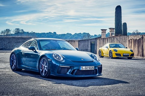 Porsche 911 Carrera T vs GT3 Touring