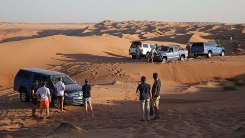 More VW Amaroks stuck in sand dunes in Oman