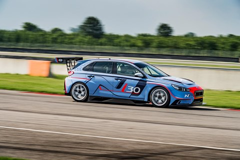 i30 is at home on the track in all-out attack mode
