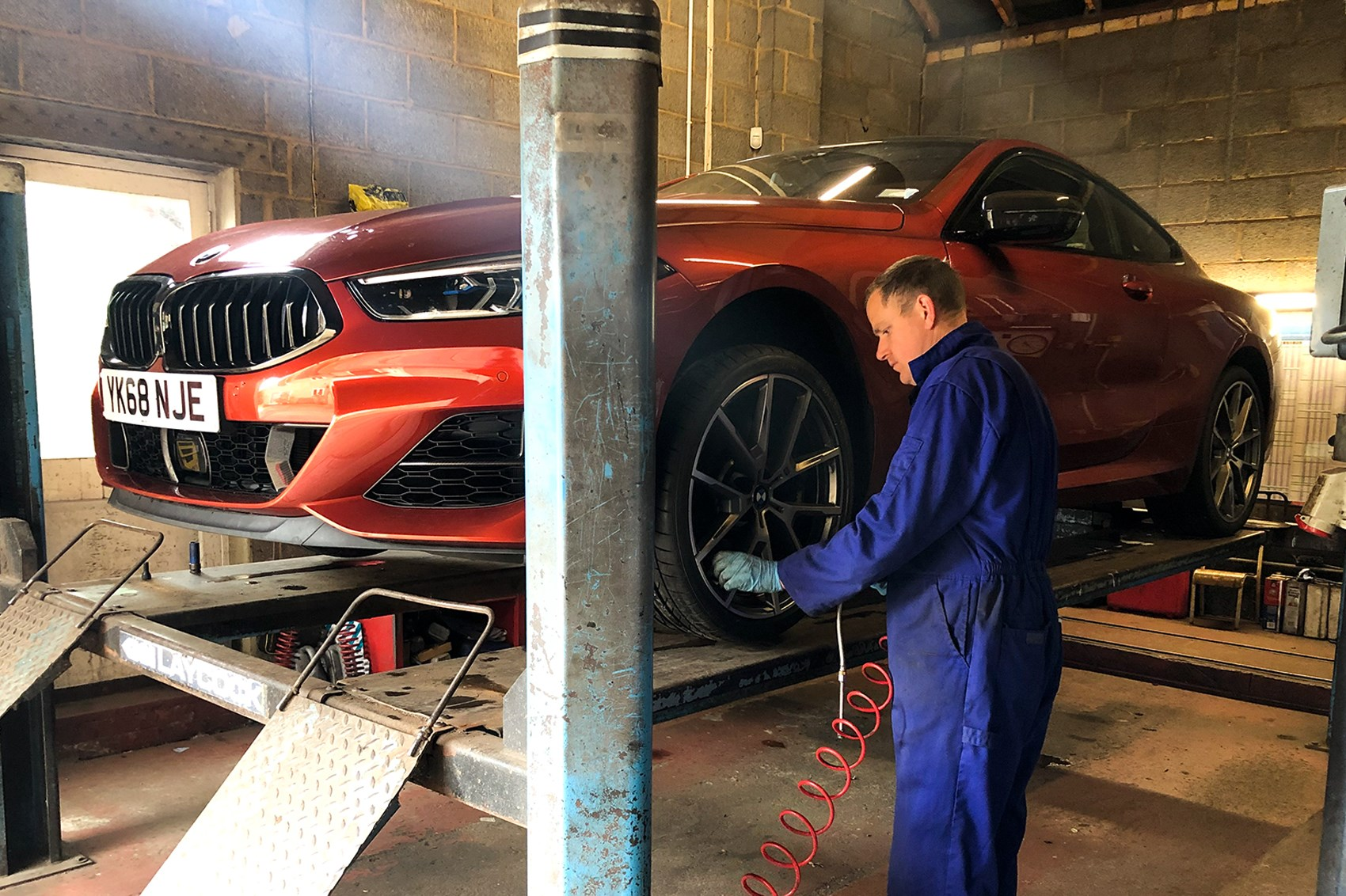 BMW M850i tyre replacement