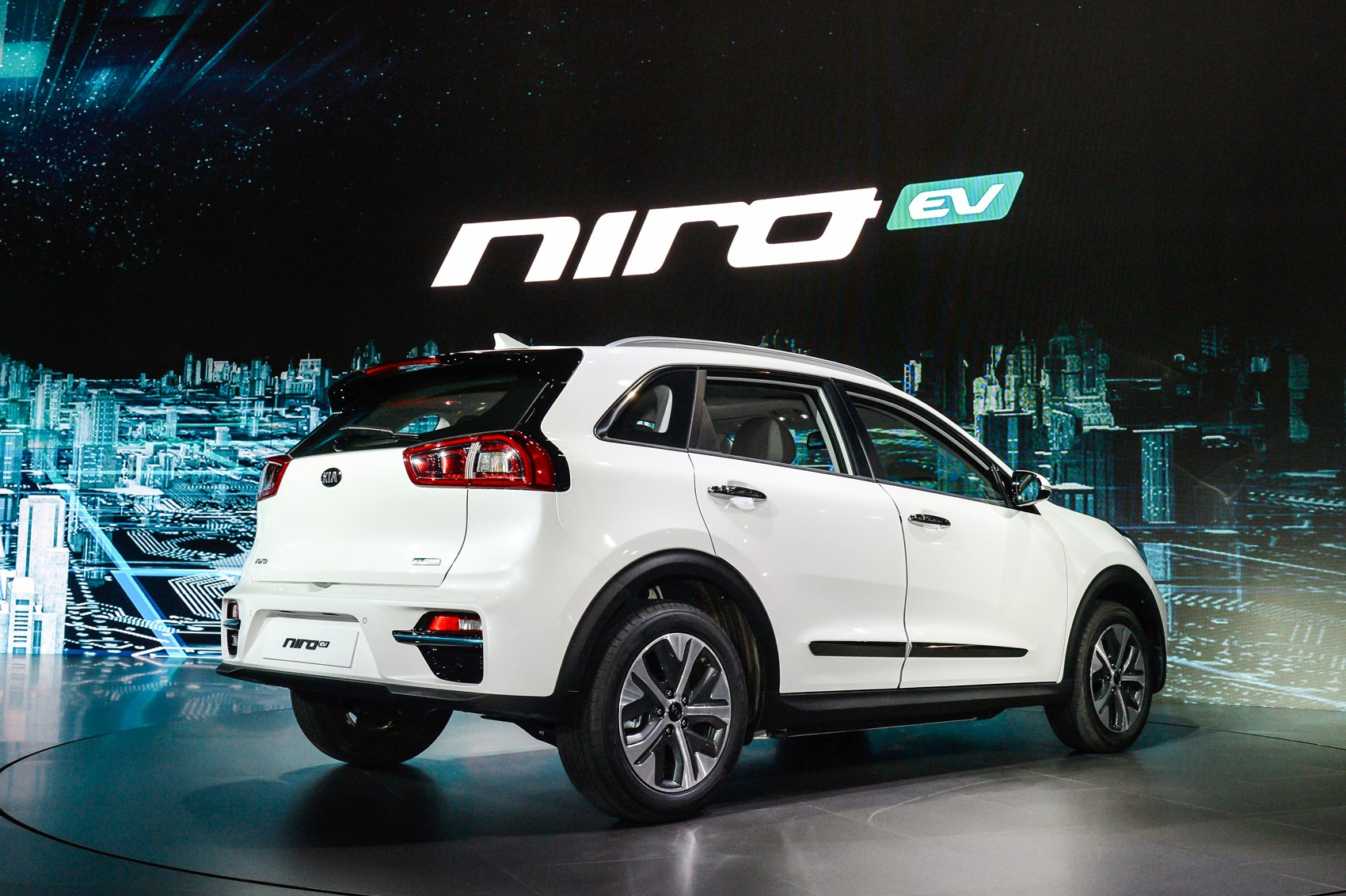 new kia niro ev specs for all electric crossover revealed. Black Bedroom Furniture Sets. Home Design Ideas