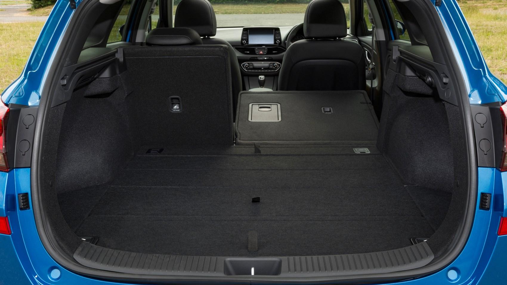 Hyundai i30 wagon boot space