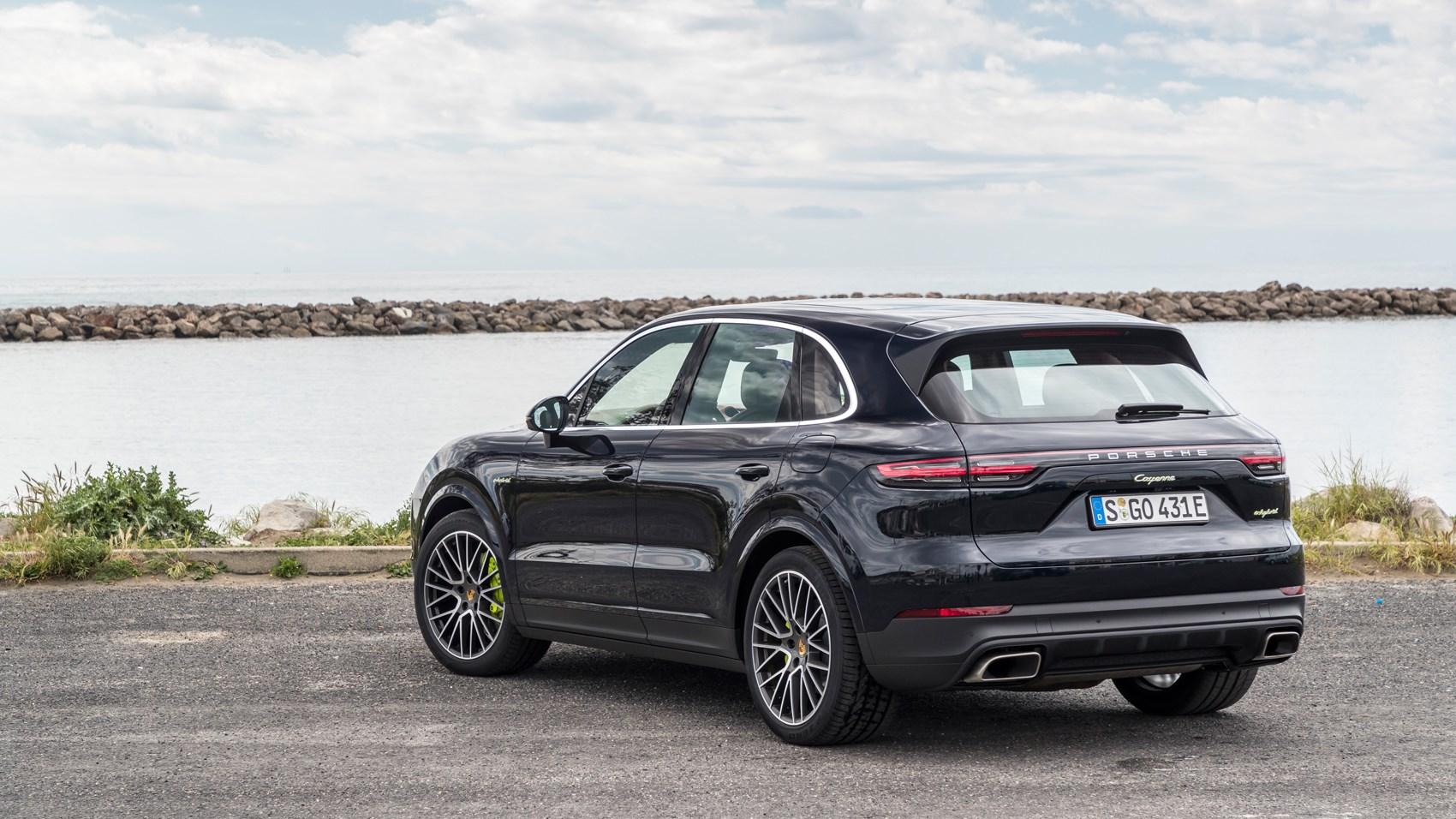 Porsche Cayenne E Hybrid 2018 Suv Review Suv Plugs In