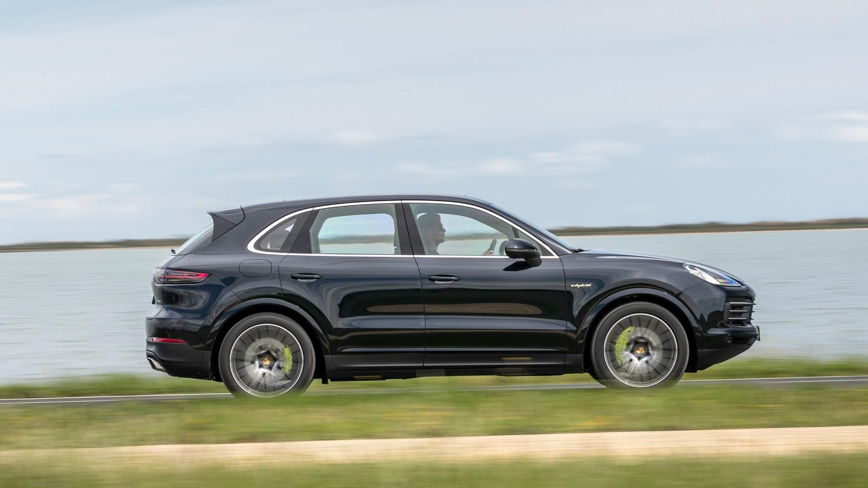 Porsche Cayenne e-Hybrid side pan