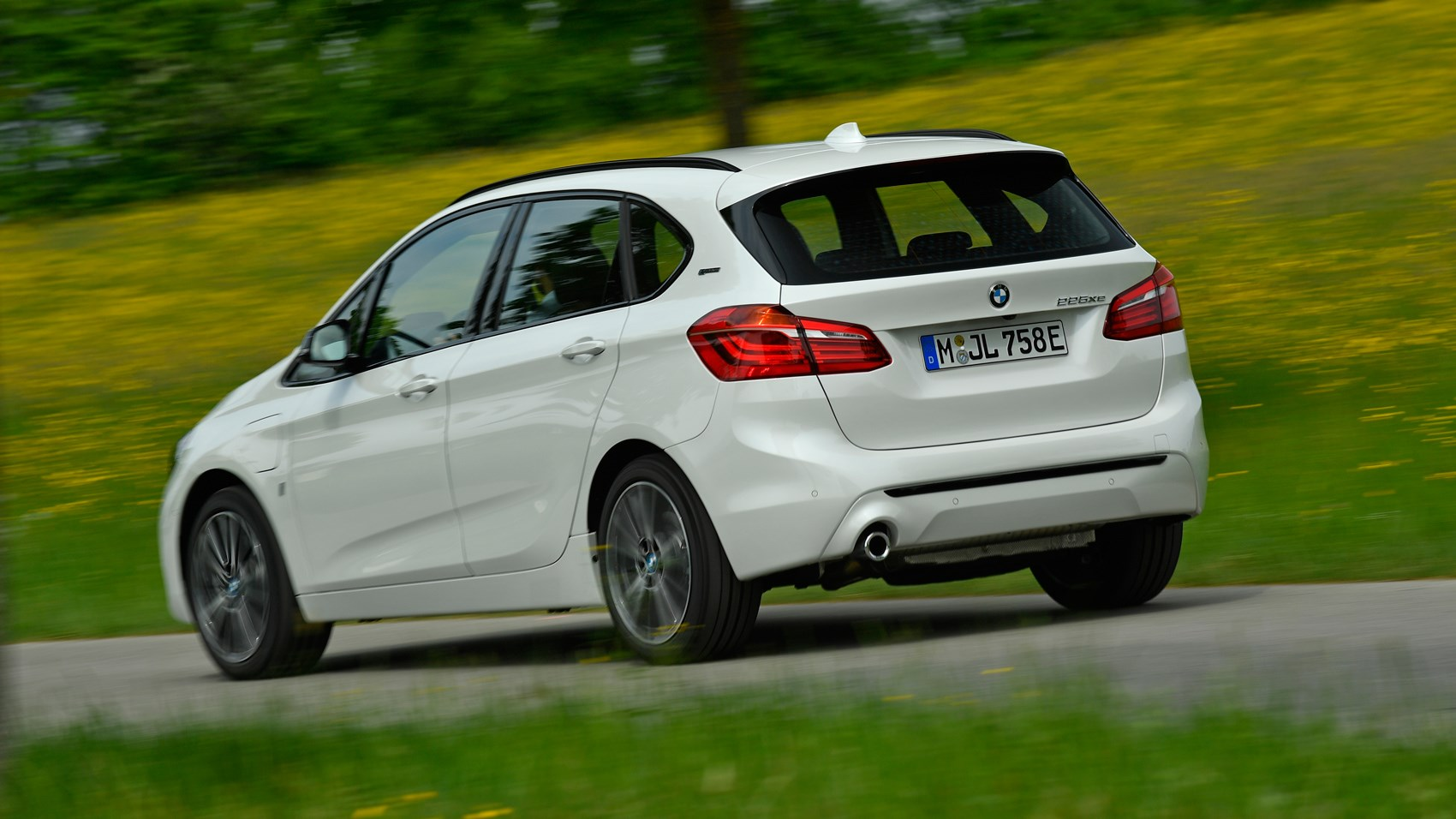 BMW 225xe rear tracking