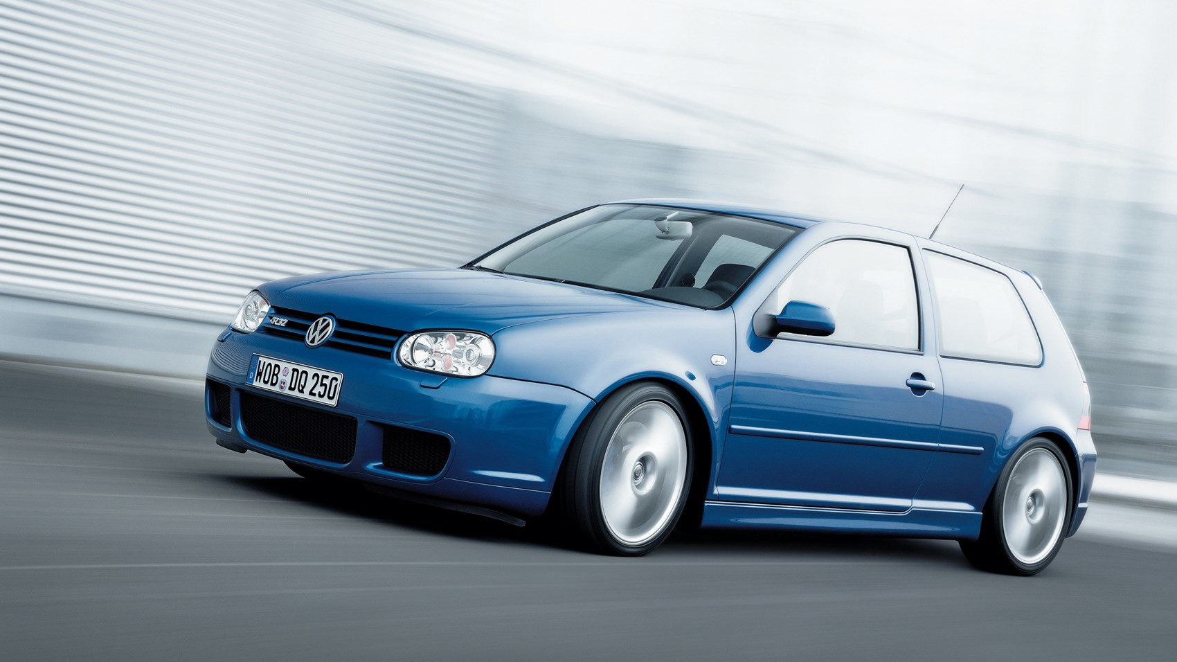 driving the classics volkswagen golf r32 mk4 2002 review car magazine. Black Bedroom Furniture Sets. Home Design Ideas