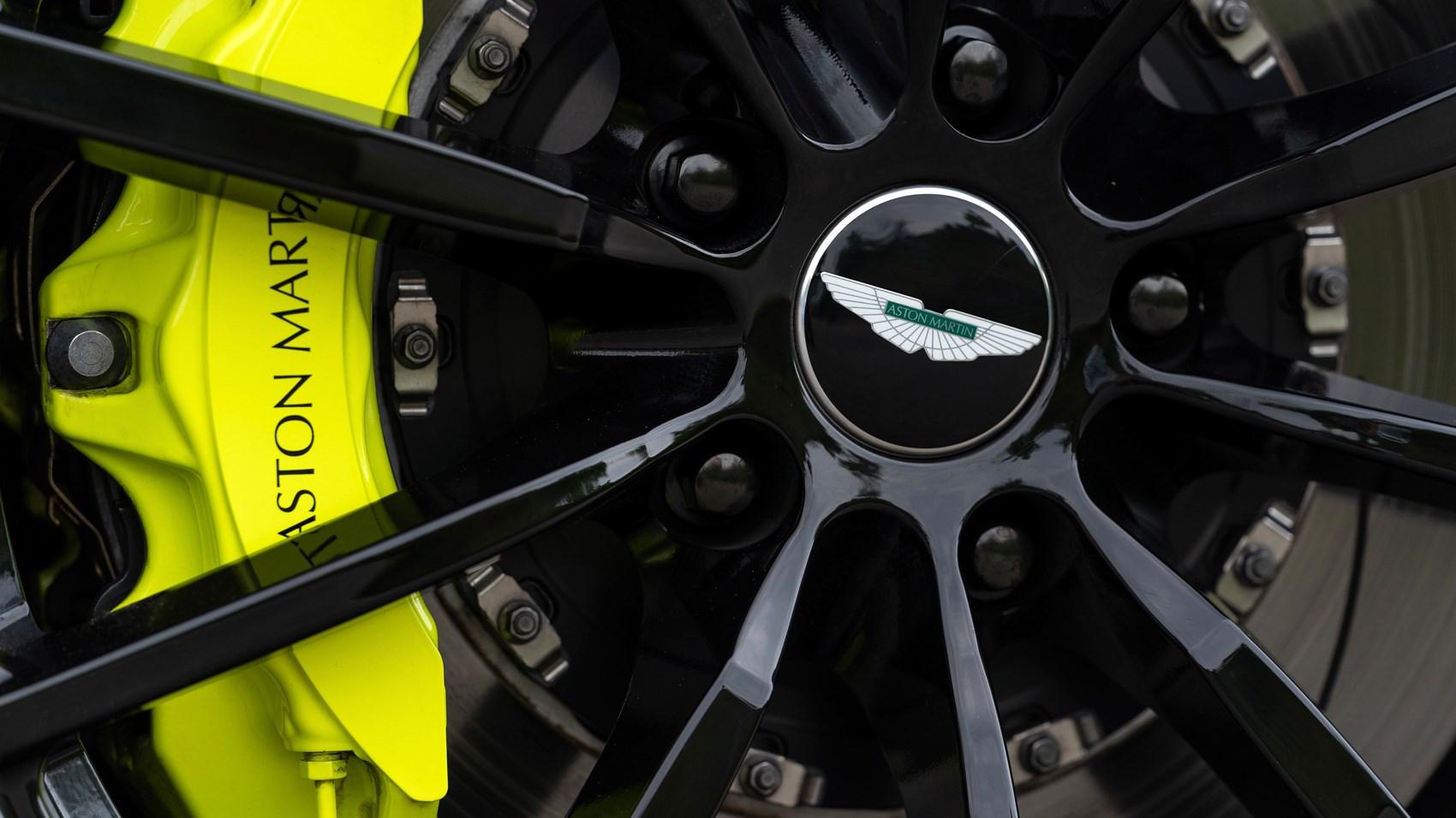 Aston Martin DB11 AMR brakes