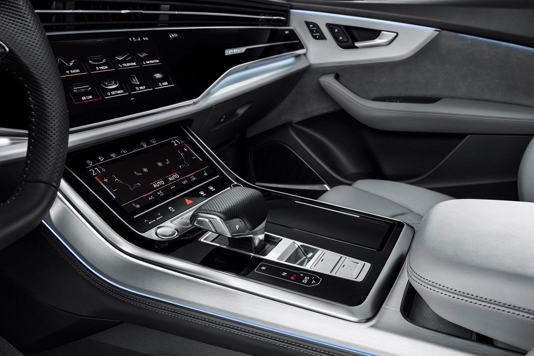 Audi Q8 centre console