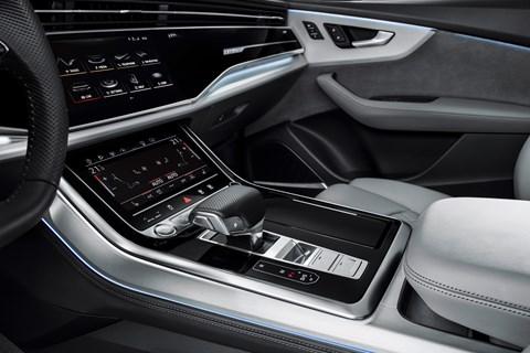 Audi Q8 orta konsol