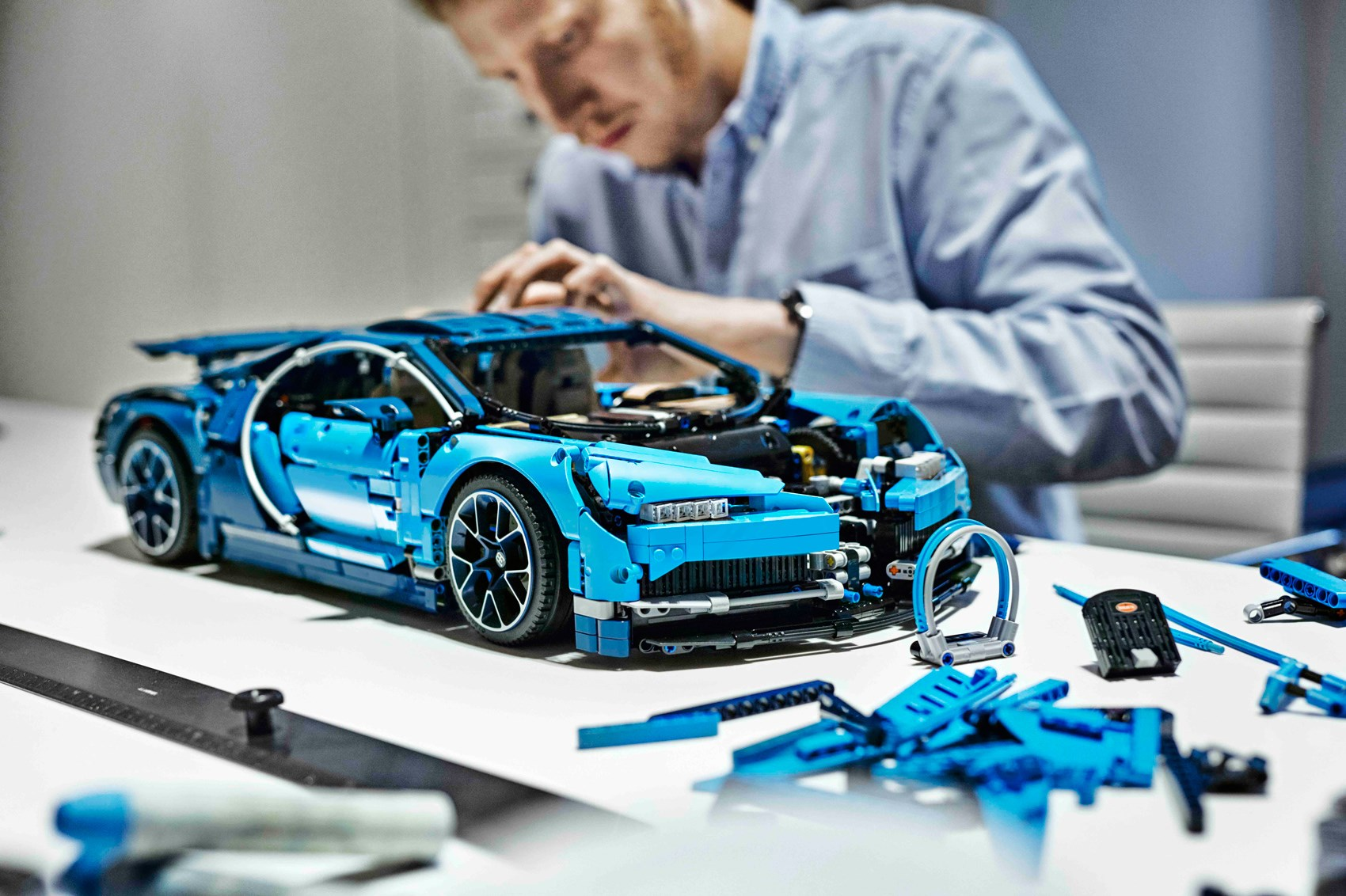 build your own bugatti lego releases a chiron car magazine. Black Bedroom Furniture Sets. Home Design Ideas