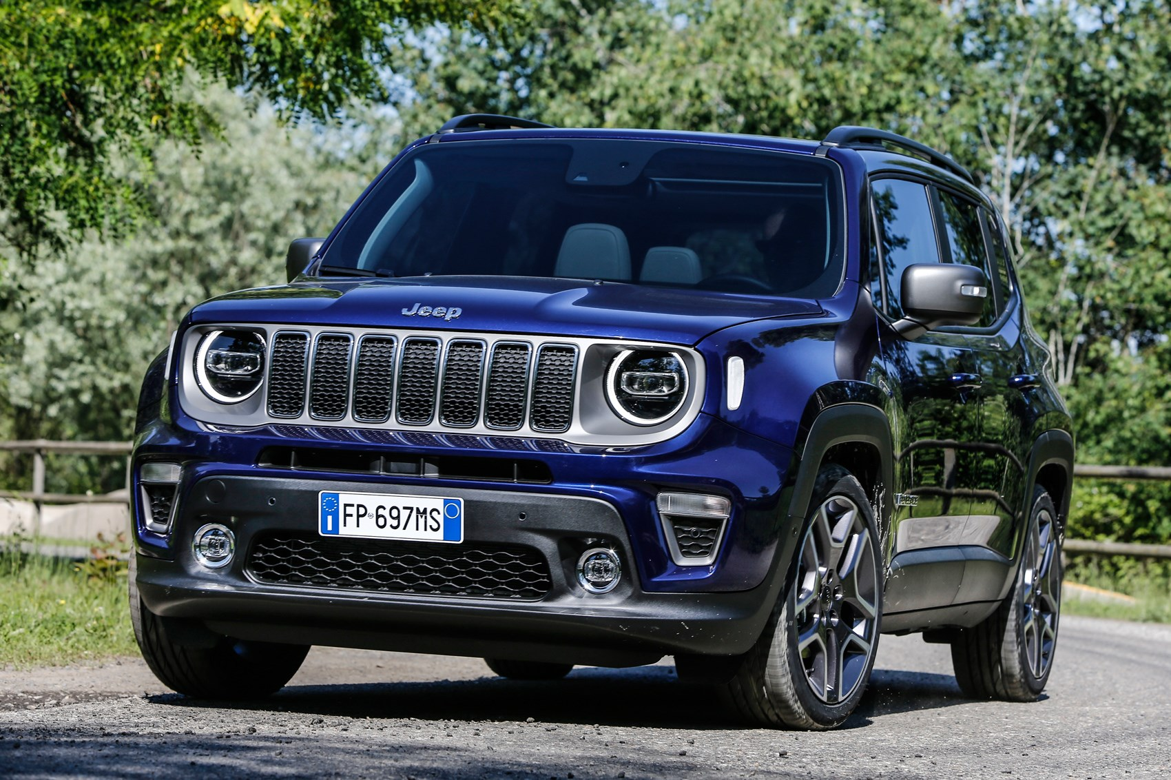 Jeep Renegade Lifted >> Nip Tuck Time For Jeep Renegade 2018 Facelift Revealed Car Magazine