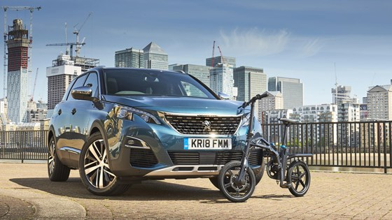 Peugeot 5008: now available with an e-bike for the last mile