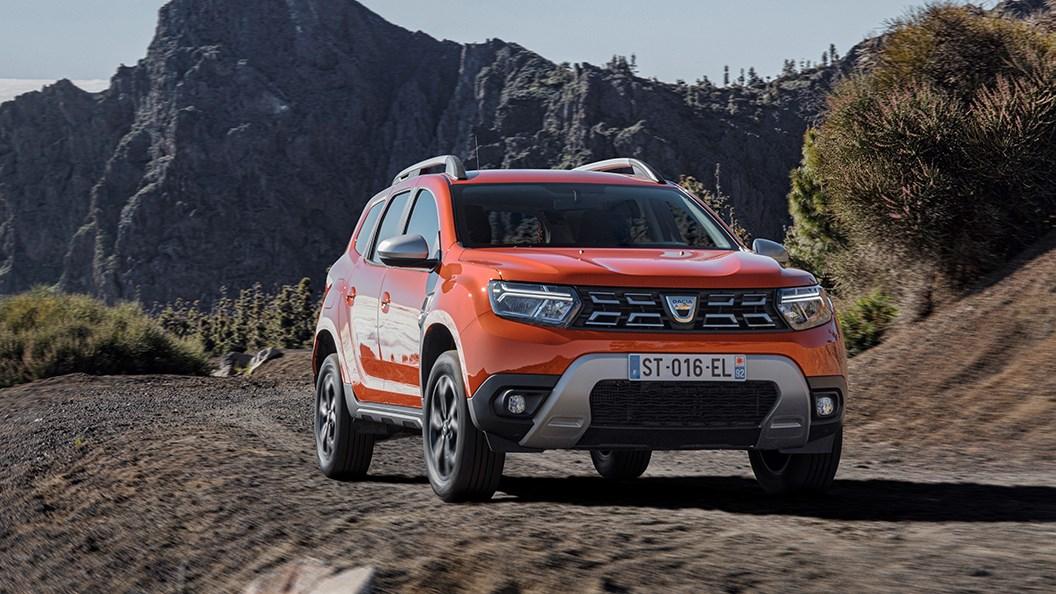 Dacia Duster (2021) driving through mountains