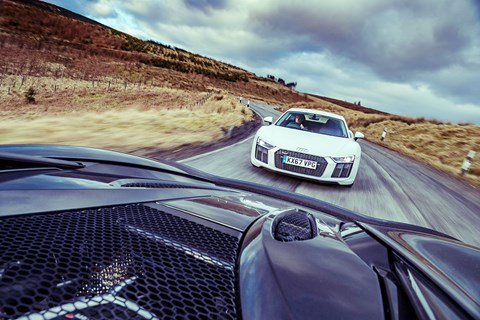 Audi R8 chase