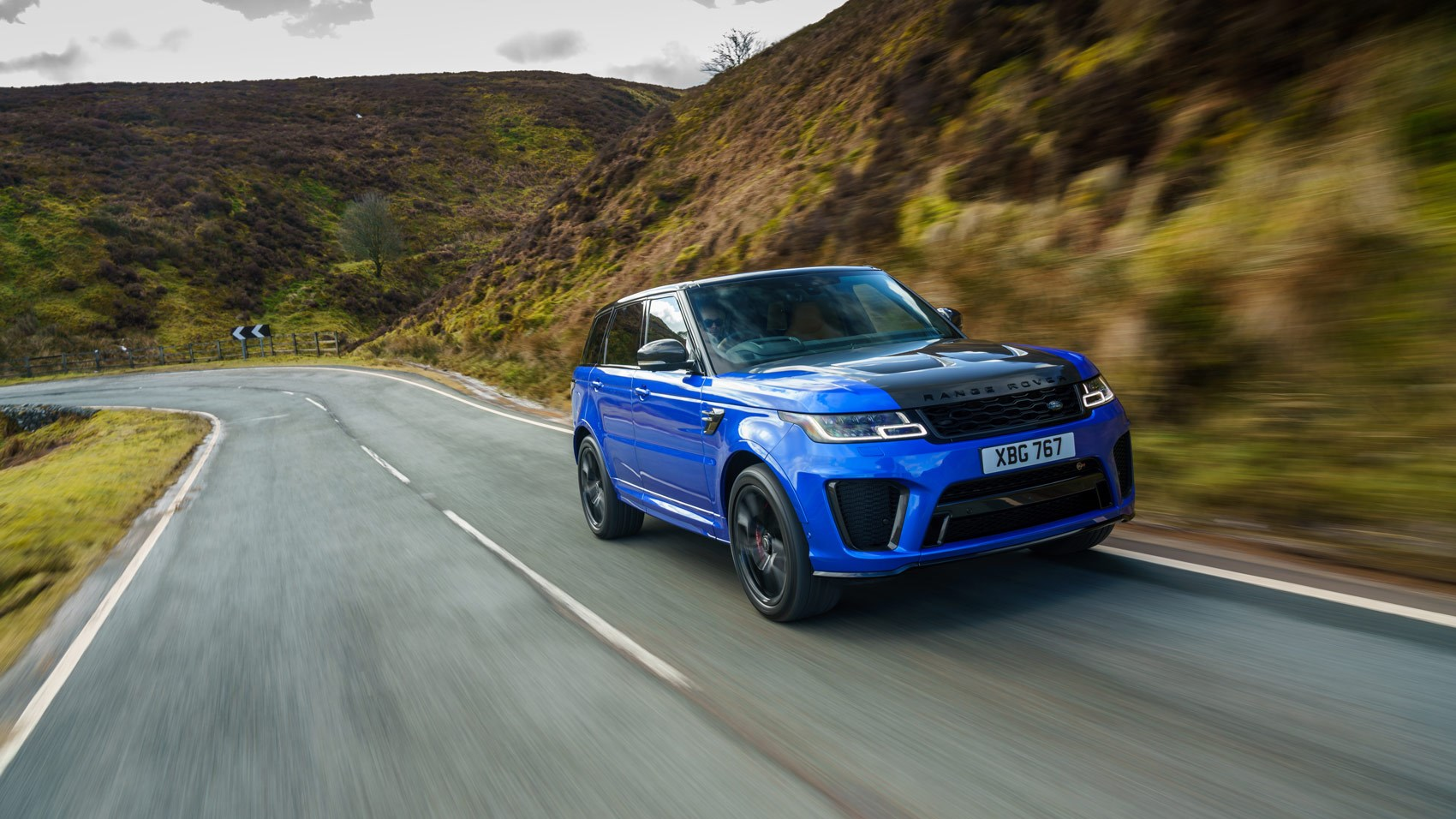 Range Rover Sport SVR 2018 front tracking