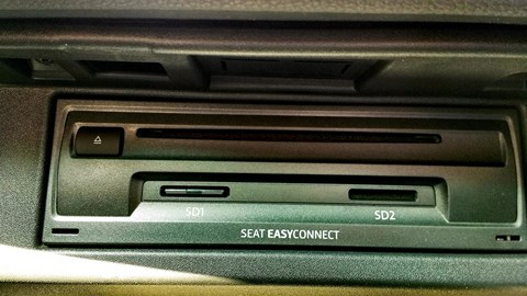 Seat Arona CD player and SD card slots in glovebox