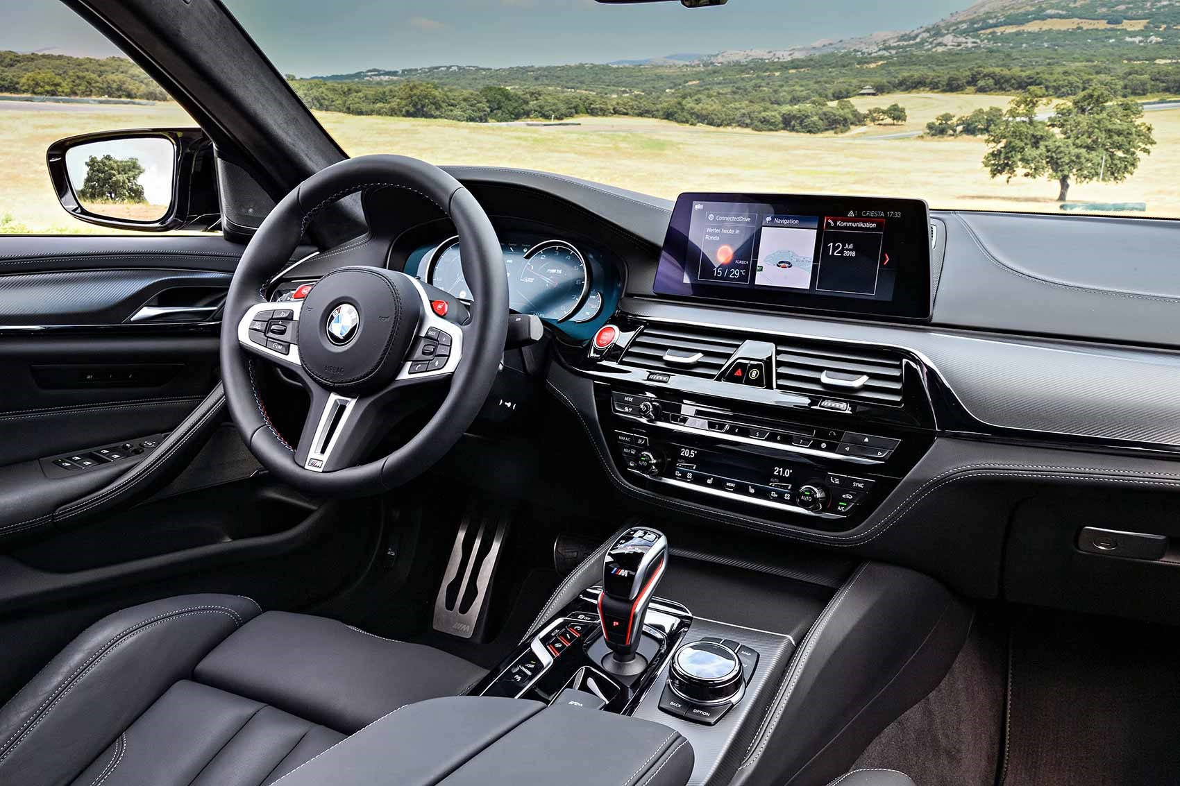 The new 2018 BMW M5 Competition interior