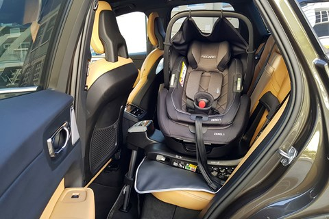 Baby child seats in the VW Arteon