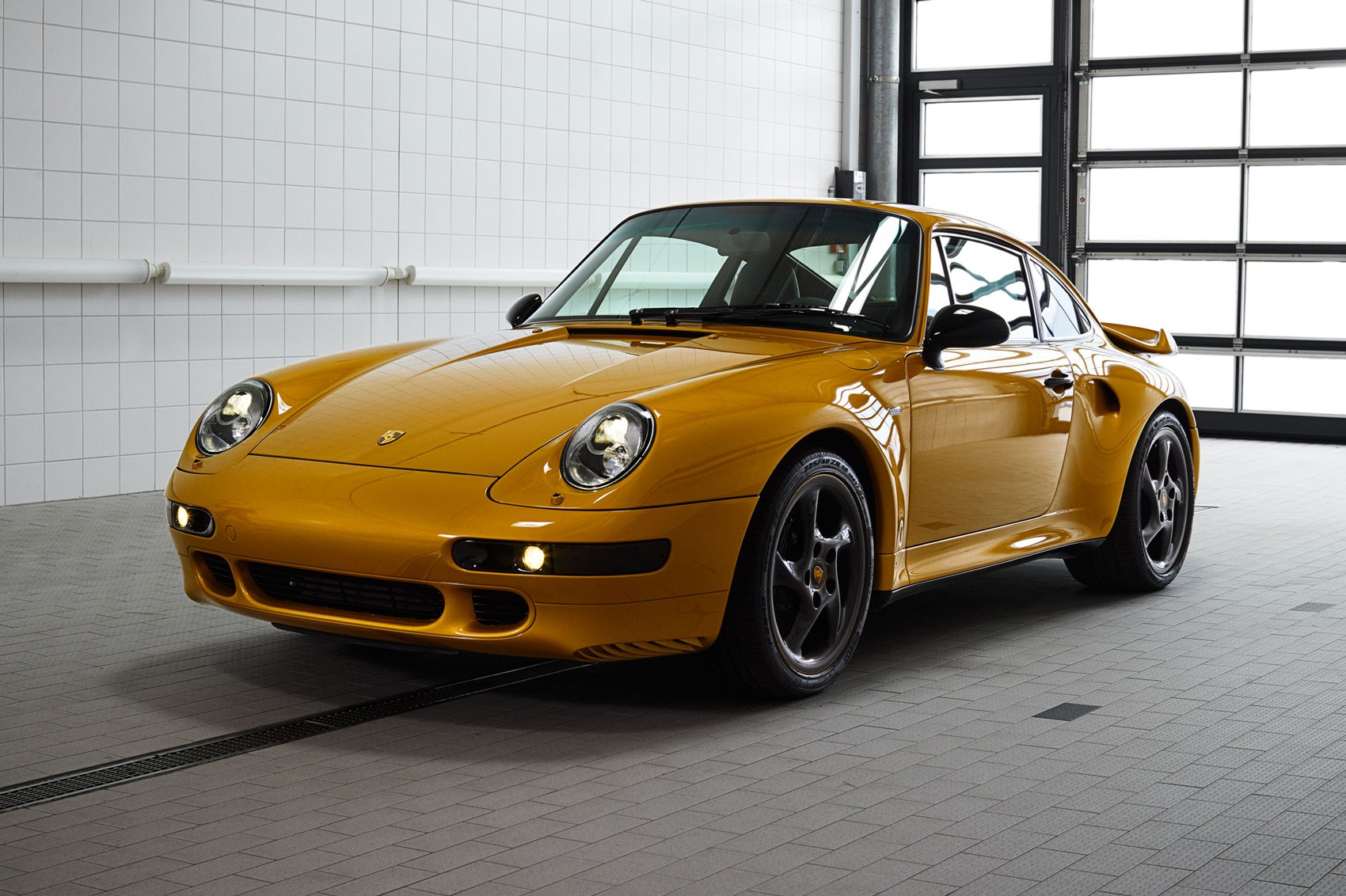 project sold porsche 39 s gold 993 restomod goes for car magazine. Black Bedroom Furniture Sets. Home Design Ideas