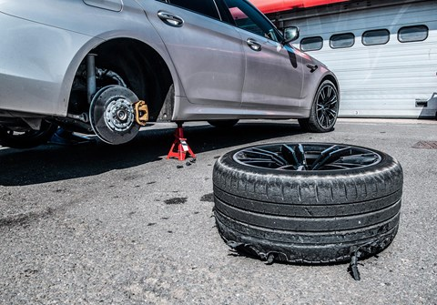 BMW M5: destroyed rear tyres