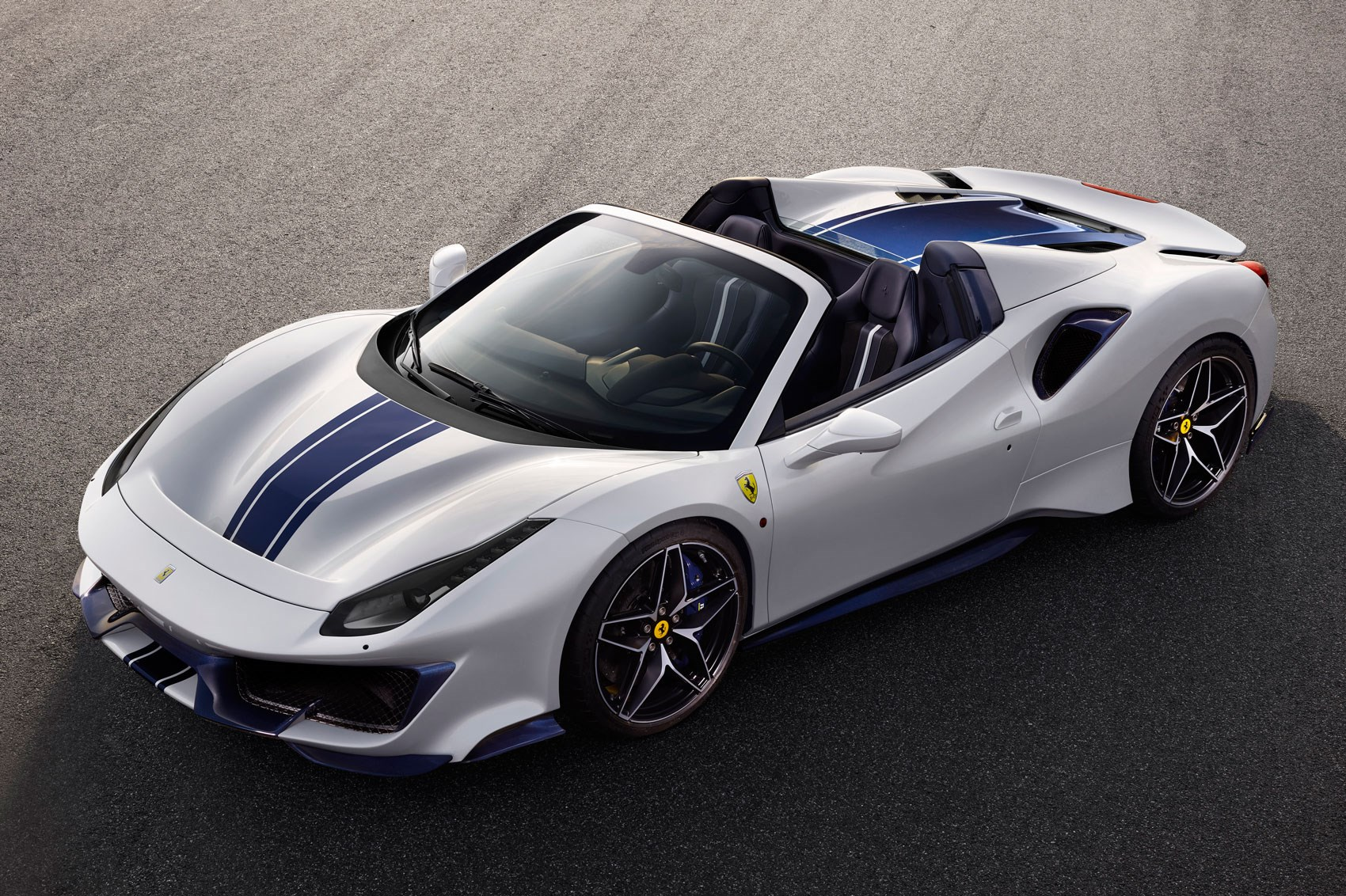 Ferrari 488 Pista Spider the 50th,ever convertible Fezzer