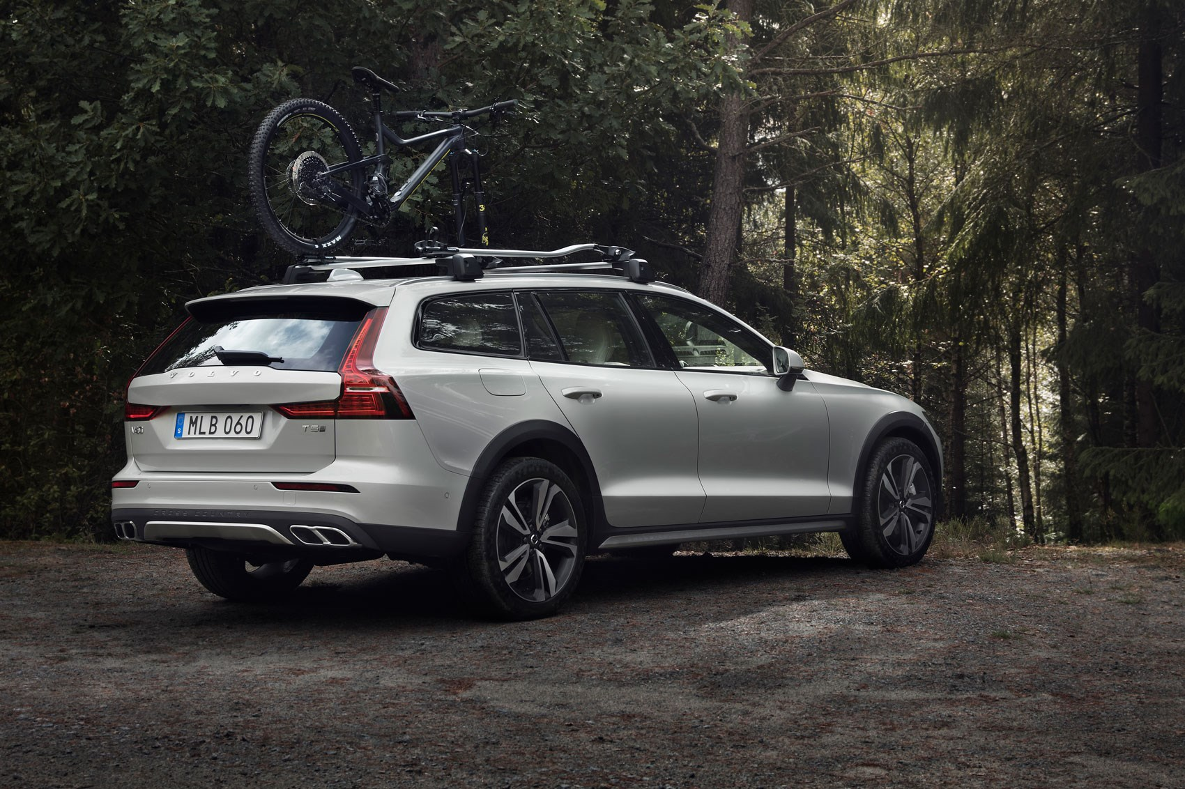 volvo v60 cross country we heard you like bumpers car. Black Bedroom Furniture Sets. Home Design Ideas