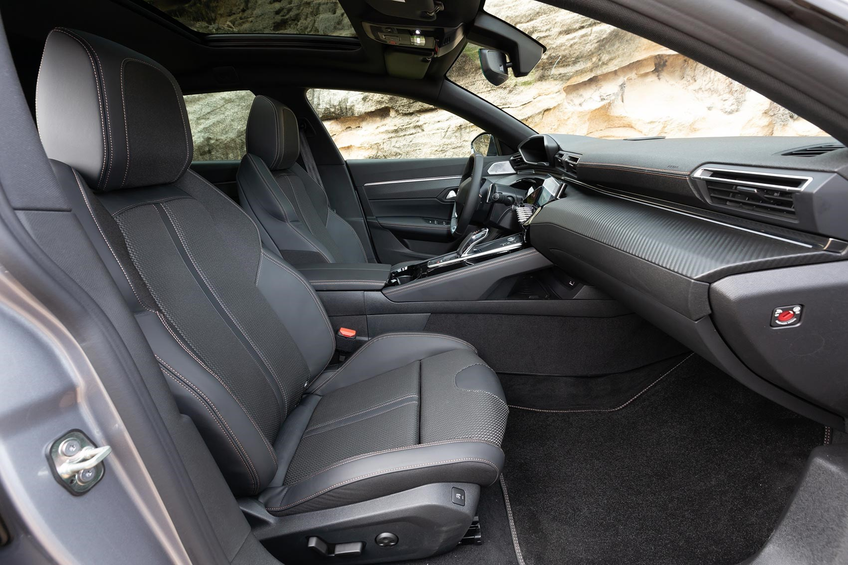 Peugeot 508 SW cabin and front seats