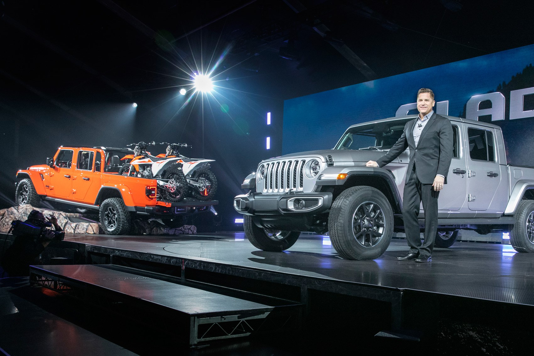 Jeep Wrangler Pickup >> Gladiator, ready! New 2020 Jeep Gladiator pickup arrives in LA | CAR Magazine
